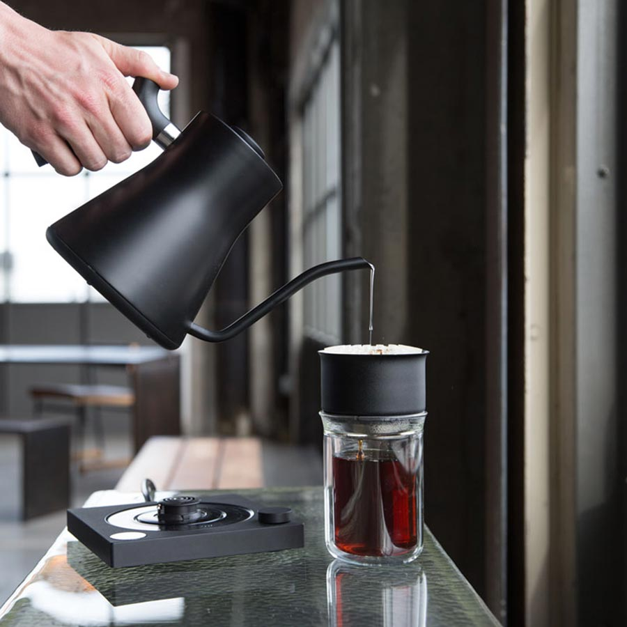 Fellow-Stagg-EKG-electric-kettle-pour-900px