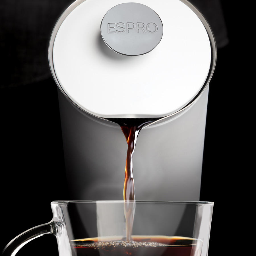 SLURP-Espro-Press-P7-32oz-White-1800px-Pouring-Coffee-Into-Cup